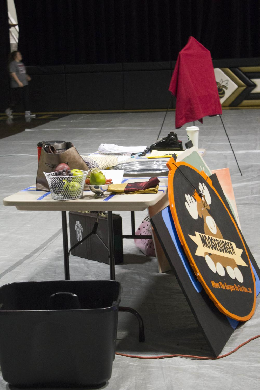 Back+stage+props+are+pre+set+in+order+to+ensure+fast+transitions+from+one+scene+to+the+next.+